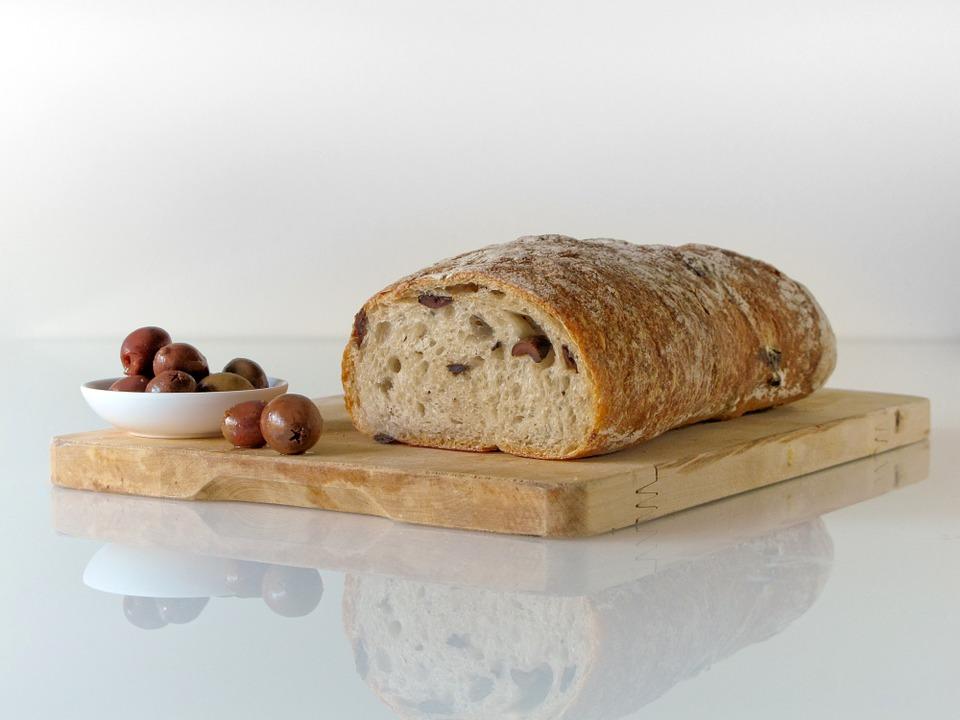 wypieczony chleb z silikonowej foremki